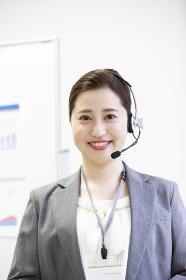 笑顔の日本人女性オペレーター