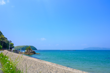 北長門海岸国定公園の綺麗な青空と緑と海の自然風景