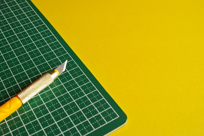 デザインナイフとカッティングマット