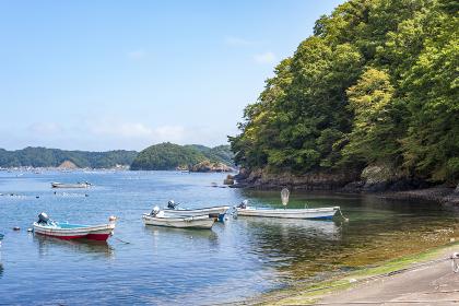 宮城県女川の小さな漁港