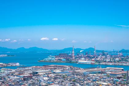 夏の高塔山展望台から見る北九州の都市景観