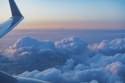 旅客機からの夕方の眺め