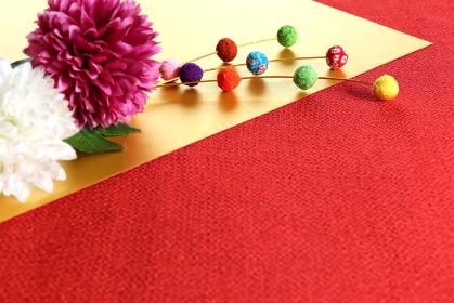正月イメージ ちりめんで作った餅花と菊の造花 7