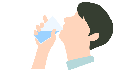 水を飲んでいる男性の横顔