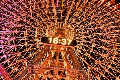 横浜みなとみらいの夜の観覧車