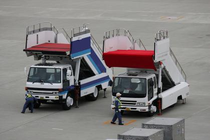 空港のタラップカー(VIP用赤絨毯仕様)
