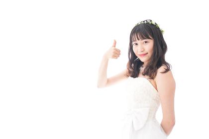 OKサインをするドレス姿の花嫁