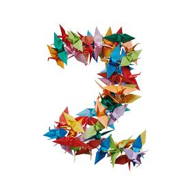 白バックに折り紙の鶴で作った数字の2