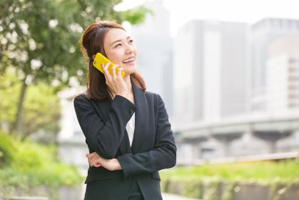 ビジネスウーマン 電話