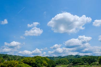 青空と雲 初夏の空 背景素材 5月 コピースペース