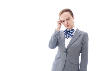 悩む制服を着た留学生