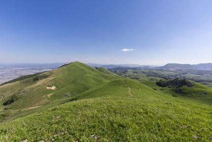 北九州国定公園平尾台 貫山登山道四方台付近より周防台・広谷湿原方面を望む