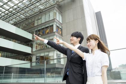 ビジネスイメージ・都会・男女