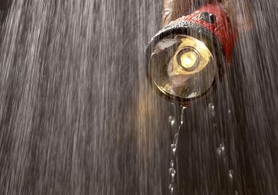 懐中電灯と雨