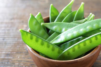 緑色の夏野菜の絹さや