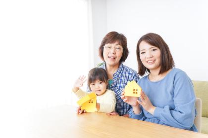 不動産を検討する家族