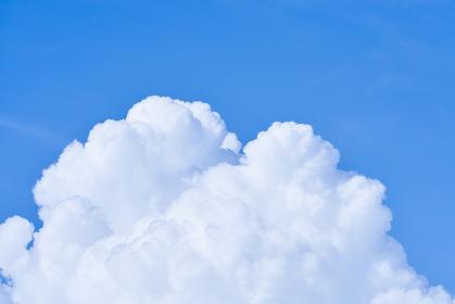 青空と夏の入道雲(積乱雲)