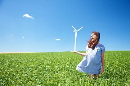 風車と少女