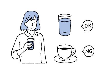 飲み物を手に持った女性のイラストレーション