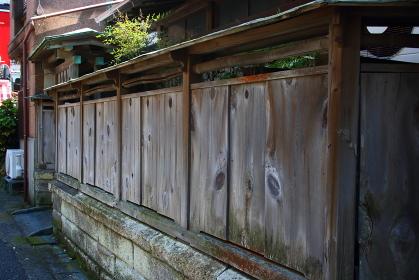 日本家屋の木製の塀