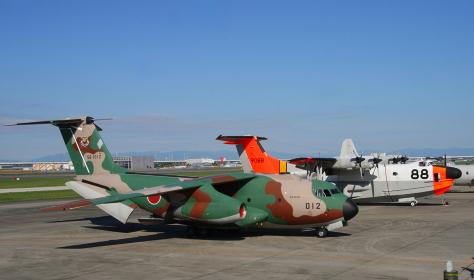 C-1とUS-1の地上展示(2010年航空自衛隊小牧基地航空祭)