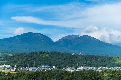 浅間山と小諸市街