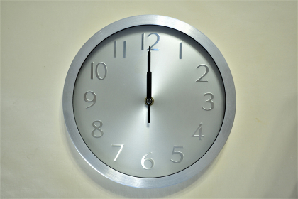 壁掛け時計 12:00