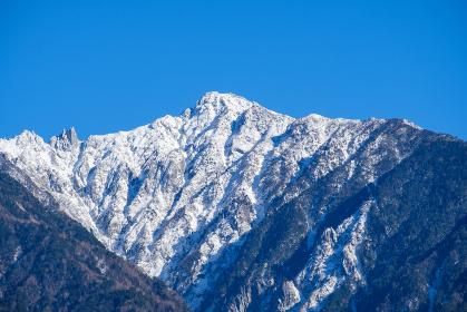 木曽駒ヶ岳 冠雪 青空 快晴 信州 中央アルプス コピースペース