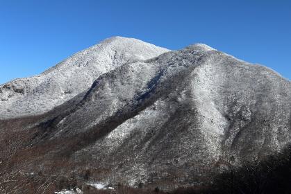 雪をかぶりガトーショコラ状態な黒檜山 (群馬県・赤城山)