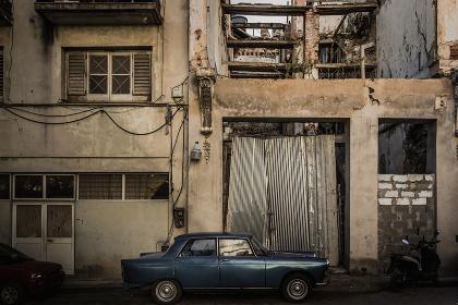 キューバ・ハバナの旧市街(建物・クラシックカー・HDR)