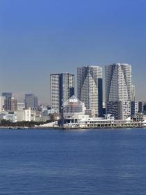 晴海埠頭と高層ビル群