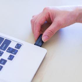 USBメモリ 情報漏洩 リスク 【セキュリティのイメージ】