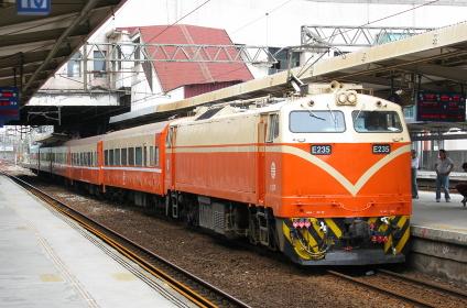 台湾のアメリカ製E200型電気機関車