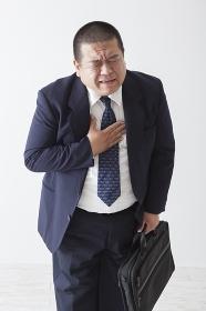 スーツを着た中年男性