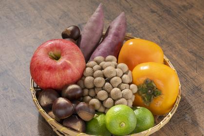 【秋の味覚】秋の野菜とフルーツ盛り合わせ