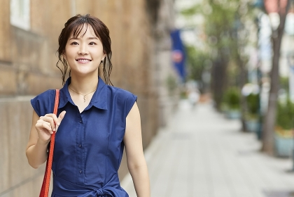 街を歩く日本人女性