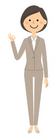OKサインをするスーツの女性