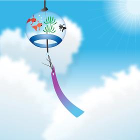 真夏の青空に映える金魚模様の江戸風鈴