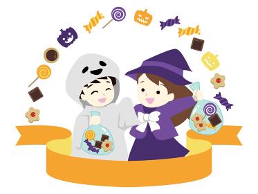 ハロウィンの仮装をしてお菓子をもらう女の子と男の子 タイトルリボン