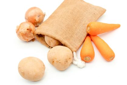 袋からこぼれた野菜 カレーの材料