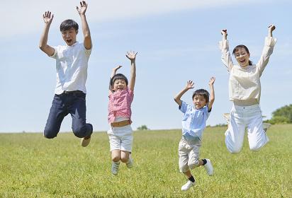 ジャンプする家族