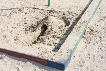 砂場のトンネル