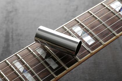 エレキギターの弦・ピック・音叉・スライドバー