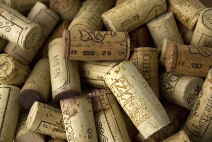 たくさんのワインのコルク