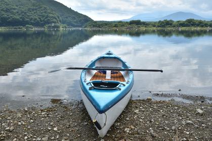 精進湖とカヌー