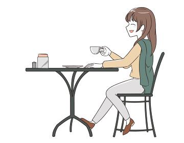 カフェでにこやかに過ごす女性 ズボン