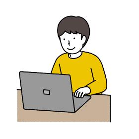パソコンを使う黄色い服を着た男の子