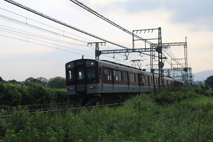近鉄奈良線を走る近鉄電車