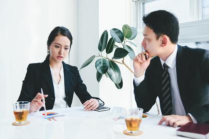 ビジネスイメージ・ミーティング・男性と女性