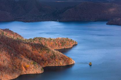 日本の国立公園・奥日光、秋の中禅寺湖